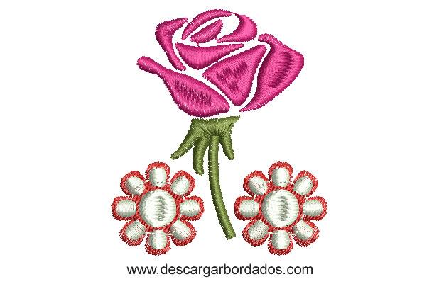 Diseño Bordado de Rosa con Flores