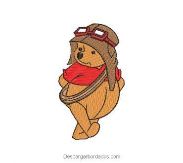 Diseño bordado de winnie pooh con casco