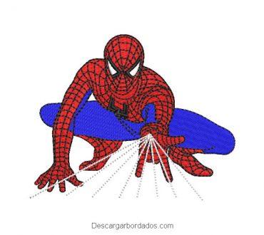 Diseño bordado hombre araña spiderman lanzando telaraña