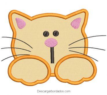 Diseño bordado rostro de gata con aplicación
