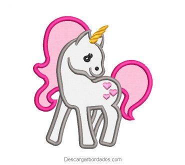 Unicornio con alas diseño bordado con aplicación